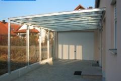 Carport aus Stahl und Glas