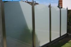 Sichtschutzwand aus Edelstahl und Glas