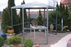 Pavillon mit Blechdach