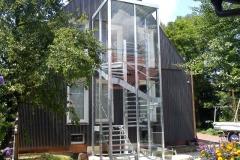 Treppenturm mit Glaseinhausung
