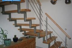 Holmtreppe mit Holzstufen