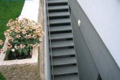 Treppe mit Profilstahlrosten