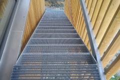 Fluchttreppe mit Gitterroststufen