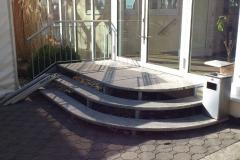 Stahltreppe mit eingefassten Marmorstufen