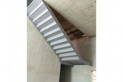 Stahltreppe mit gekannteten Blechstufen (Ansicht von unten)