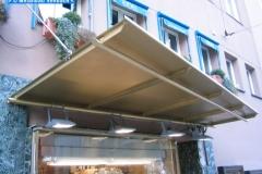 Ladenvordach aus lackierten Blechen