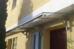Vordach aus Edelstahl mit Rinne