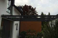 Vordach mit Stahlunterkonstruktion